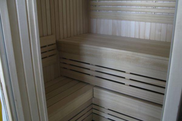 sauna_23_3B7631500-0DAD-D6BA-28B9-045A67BF7B4F.jpg
