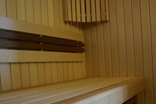 sauna_25_103FA906E6-D03C-62A0-849A-AC409963BEFB.jpg
