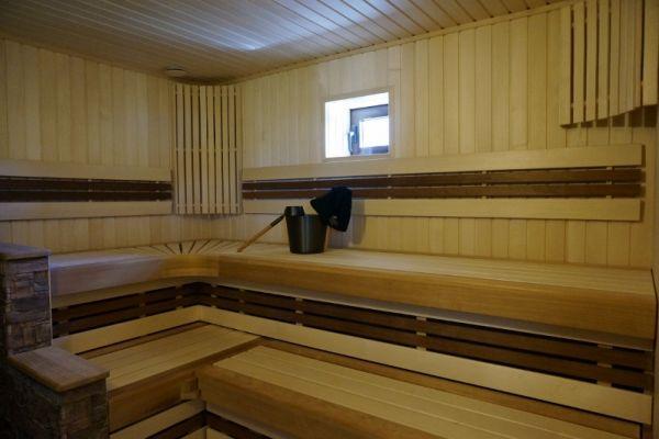 sauna_25_5B009F241-FAFA-0239-77B4-0CC156EED338.jpg